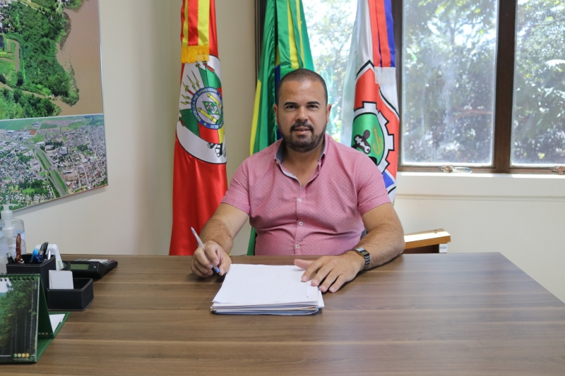 Ricardo Alves, Vice-Prefeito, assume interinamente o cargo de Prefeito Municipal